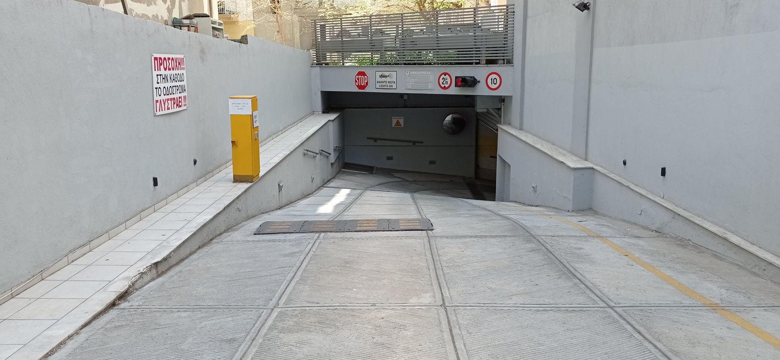 Parking Λ. Στρατού 20